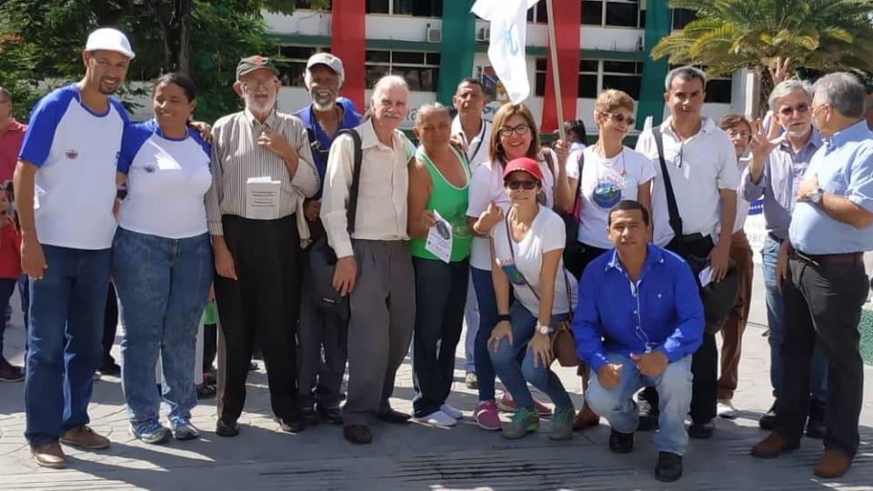 Símbolos, entrevistas y Foro en Venezuela