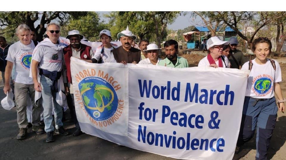 Marši, prvi dani u Indiji